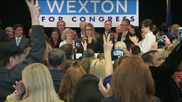 vídeos y material grabado en eventos de stock de virginia state sen. jennifer wexton gave a victory speech after defeating two-term republican rep. barbara comstock to win a hotly contested race for... - virginia estado de los eeuu