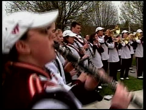 vídeos de stock e filmes b-roll de british born survivor/ students remember victims usa virginia ext 'spirit of virginia tech' marching band playing outside hospital as serenade... - virginia polytechnic institute and state university