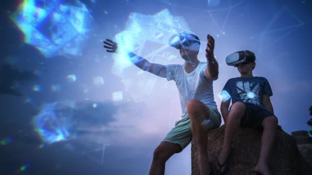 virtual reality-erfahrung - schutzbrille stock-videos und b-roll-filmmaterial