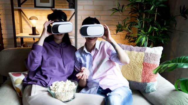 stockvideo's en b-roll-footage met virtual reality simulator - driekwartlengte