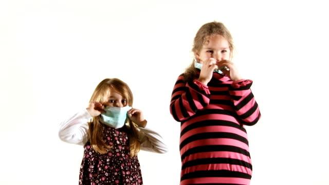 vídeos de stock, filmes e b-roll de vírus h1n1 proteção (hd - máscara de proteção