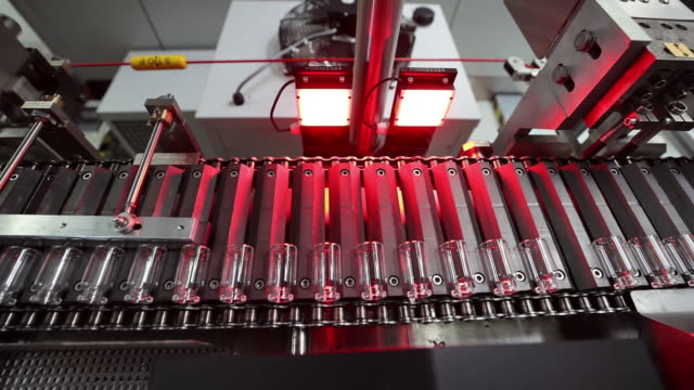 stockvideo's en b-roll-footage met virus ramps up medical glassware manufacture at gerresheimer ag medical glassware factory. gerresheimer has built up capacity and most of its... - medicijnflesje
