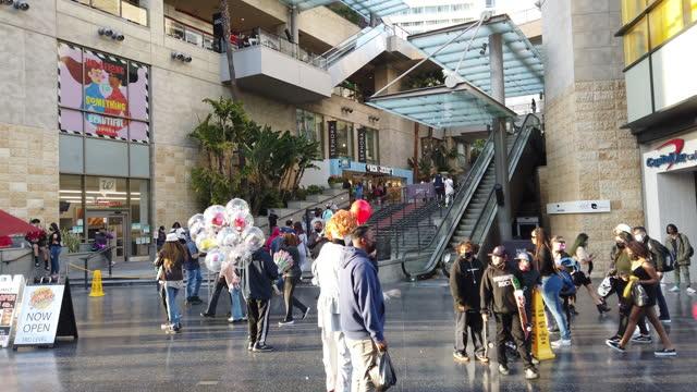 vídeos de stock e filmes b-roll de visit the hollywood boulevard - passeio da fama de hollywood