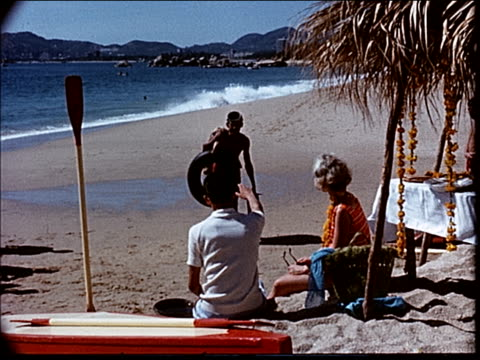 stockvideo's en b-roll-footage met 1963 visiting acapulco - 1963