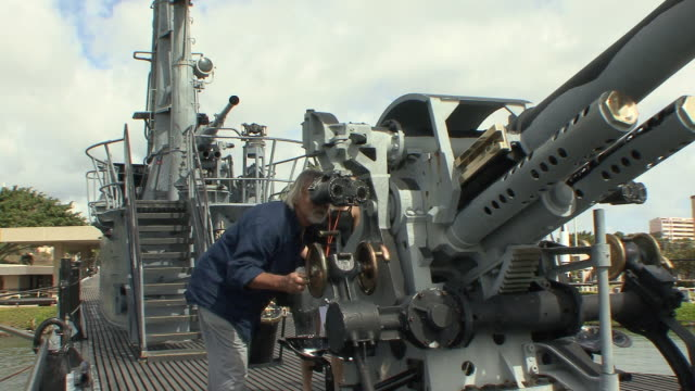 ws visitor examining uss bowfin's deck cannon at pearl harbor / honolulu, hawaii, usa - pearl harbor stock videos and b-roll footage