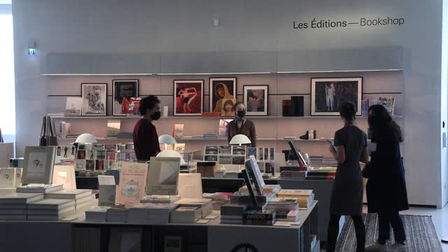 """visitors consult books in the museum store of the """"bourse de commerce pinault collection"""" owned by billionaire francois pinault on may 18, 2021 in... - collection stock videos & royalty-free footage"""