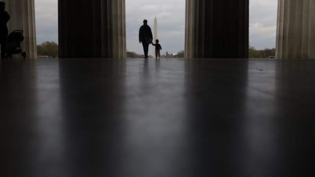 visitors leave the lincoln memorial april 1, 2020 in washington, dc. the district of columbia has joined other states and territories, including... - maryland stato video stock e b–roll