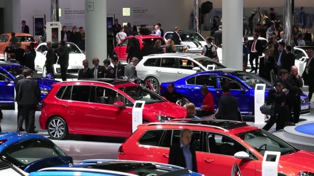 visitors look at volkswagen ag automobiles during the iaa frankfurt motor show in frankfurt germany on wednesday sept 16 2015 shots visitors look at... - handelsmesse stock-videos und b-roll-filmmaterial
