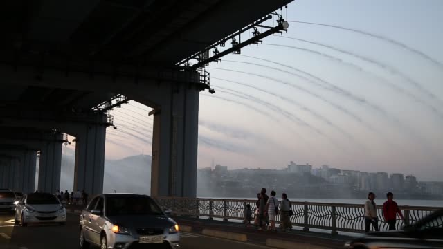 ws visitors look at water being sprayed from a fountain on banpo rainbow bridge ms spray of water from a fountain on banpo rainbow bridge ws vehicles... - fountain stock videos & royalty-free footage