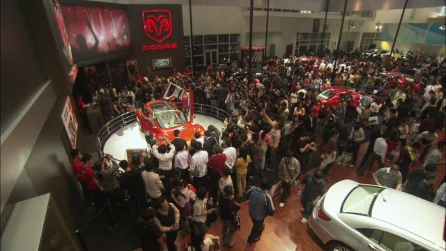WS PAN HA Visitors looking at cars at Beijing Auto Show, Beijing, China