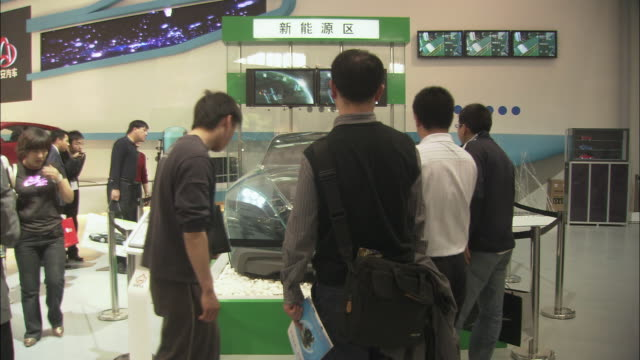 ms visitors looking at concept car at beijing auto show, beijing, china - 展覧会点の映像素材/bロール