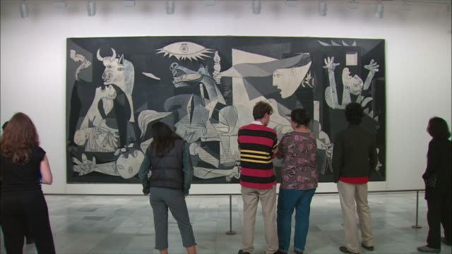 ws visitors looking at picasso's guernica painting, museo nacional centro de arte renia sof?a, madrid, spain - museum stock videos & royalty-free footage