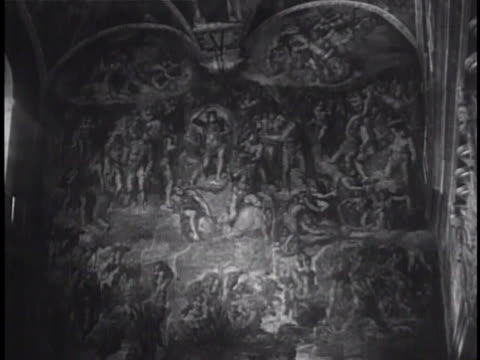 visitors sitting in pews looking upward. 'the last judgment' fresco mural by michelangelo on alter south wall, including ceiling. high renaissance,... - ミケランジェロ点の映像素材/bロール