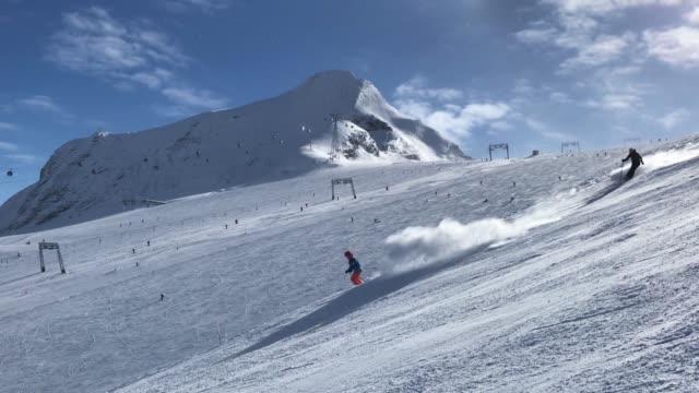 visitors ski down a slopeon a glacier on kitzsteinhorn mountain at the kaprun ski resort in the austrian alps on february 9 2018 near kaprun austria... - österrikisk kultur bildbanksvideor och videomaterial från bakom kulisserna