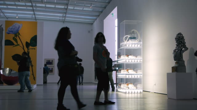 ws visitors strolling through modern exhibit hall in broad contemporary art museum / los angles, california, usa - inside of stock videos & royalty-free footage