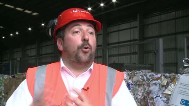 visitors tour southwark integrated waste management facility england london southwark ext fabric bouchon interview sot recycling along on conveyor... - itv london tonight weekend点の映像素材/bロール