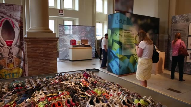 ws visitors walk through the exhibition 'dear boston messages from the marathon memorial' in the boston public library to commemorate the 2013 boston... - back bay stock-videos und b-roll-filmmaterial