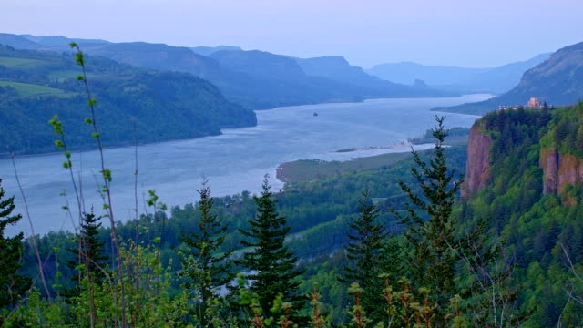 vista house sunset from women's forum 2 columbia river gorge oregon 116 - columbia river gorge stock videos & royalty-free footage