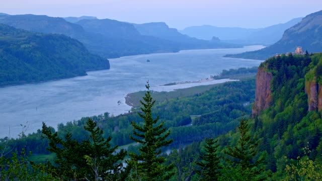 vista house sunset from women's forum columbia river gorge oregon 115 - columbia river gorge stock videos & royalty-free footage