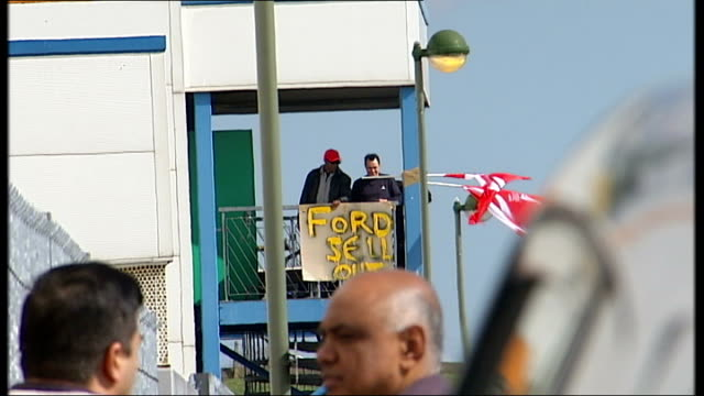 stockvideo's en b-roll-footage met visteon car parts firm / workers stage sit in; england: london: enfield: ext redundant visteon workers on roof of plant - plant stage