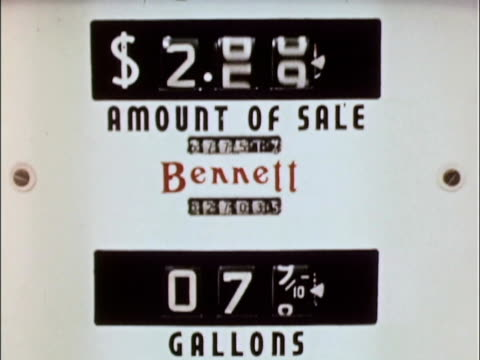 1956 CU Visual display of 1956 gas pump / USA