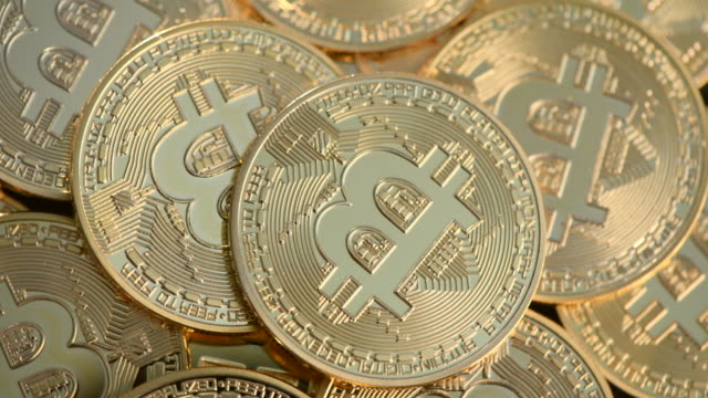 vídeos de stock e filmes b-roll de visual representation of the digital cryptocurrency, bitcoin. cryptocurrencies including bitcoin, ethereum, and litecoin saw unprecedented growth in... - blockchain
