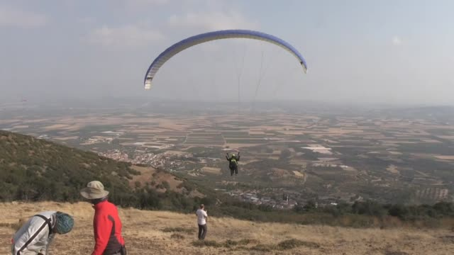 visually impaired young man living in turkey's aegean region recently fulfilled his dream of paragliding. bayram sonmez and 80% visually impaired,... - pilot fish stock videos & royalty-free footage