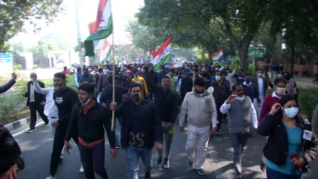 visuals of congress party workers protesting against the present government for passing the new farm bill at delhi-noida border. protesters can be... - farm stock videos & royalty-free footage