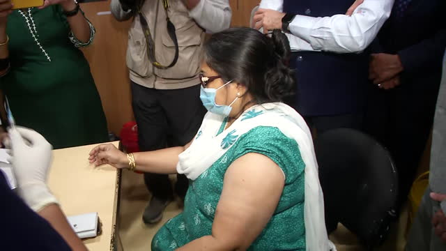 visuals of doctors, nurses and a patient who is getting covid-19 vaccine shot in kolkata hospital. 56-year old bipasha sett is the first person to... - india stock videos & royalty-free footage