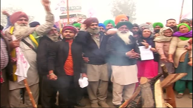 visuals of farmers burning copies of farm laws at singhu border on the occasion of lohri. the agitating farmers are still adamant on their demands... - farmer stock videos & royalty-free footage