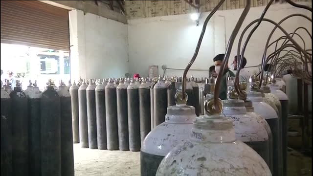visuals of oxygen cylinder refilling station in srinagar on may 4, 2021. workers can been refilling oxygen cylinder at the refilling station in... - cylinder stock videos & royalty-free footage