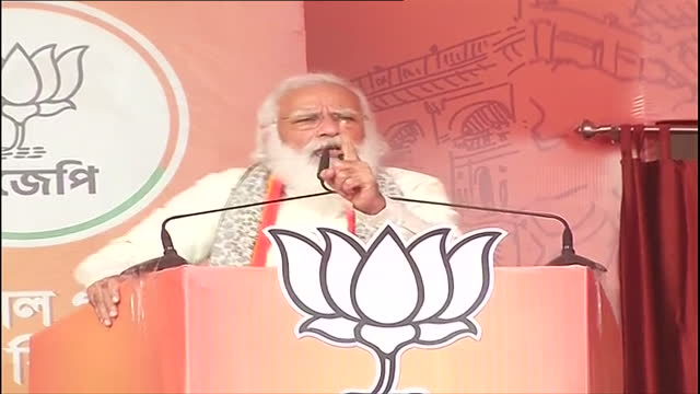 visuals of prime minister shri narendra modi addressing in a public meeting at kalyani, west bengal on april 12, 2021. west bengal has witnessed four... - primo ministro video stock e b–roll