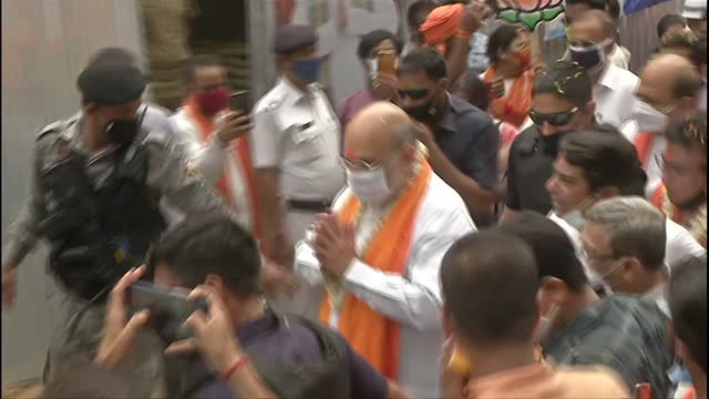 visuals of union home minister and bjp leader amit shah at a road show in kolkata on april 09, 2021. ahead of fourth phase of west bengal assembly... - kolkata stock videos & royalty-free footage