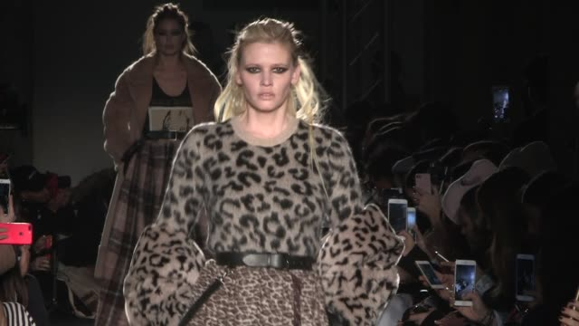 vittoria ceretti doutzen kroes lara stone grace elizabeth joan smalls kaia gerber gigi hadid and their fellow models on the runway for the max mara... - joan smalls stock videos & royalty-free footage