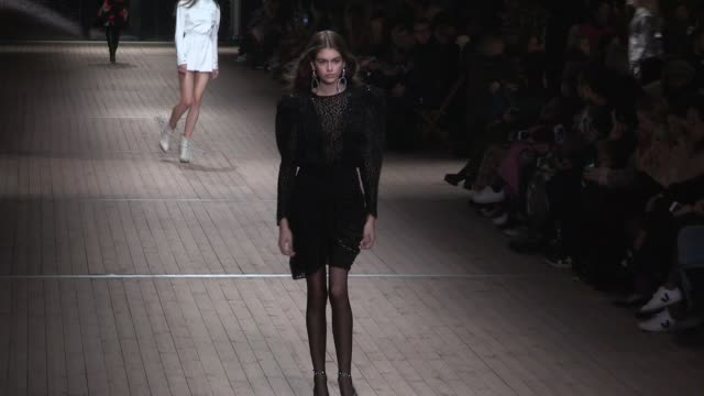 vittoria ceretti, gigi hadid, kaia gerber, grace elizabeth, amber valletta and their fellow models on the runway for the isabel marant ready to wear... - アンバー ヴァレッタ点の映像素材/bロール