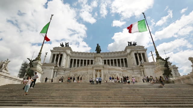 vittorio emanuele monument in rome and italian flag - altare della patria stock videos and b-roll footage