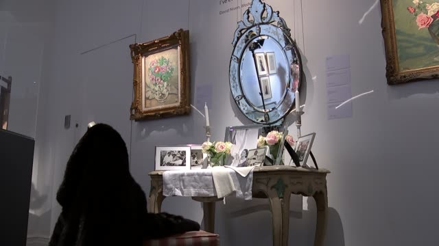 vivien leigh items go on sale; painting by vivien leigh on display gold ring with name of lawrence olivier inscribed inside dressing table close shot... - ローレンス オリビエ点の映像素材/bロール