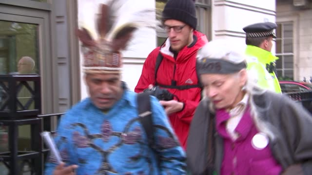 stockvideo's en b-roll-footage met vivienne westwood joins protest outside bp london offices england westminster st james's square bp headquarters ext various of vivienne westwood and... - bp
