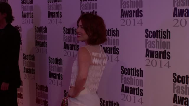 vídeos de stock, filmes e b-roll de vivienne westwood, lilah parsons and andreas kronthaler at the scottish fashion awards 2014 on 1st september 2014 in london, england. - westwood