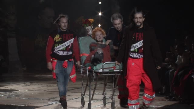 vidéos et rushes de vivienne westwood milan men's fashion week - westwood