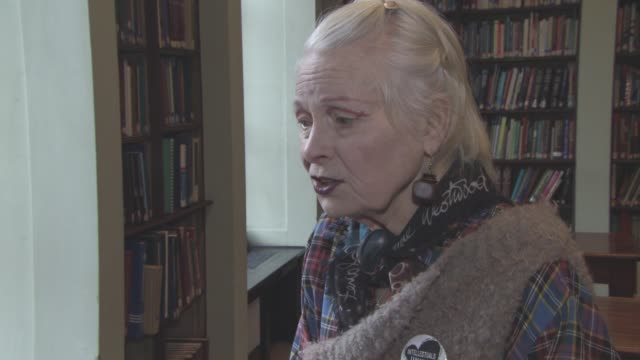 vidéos et rushes de interview vivienne westwood on how peope can get involved and stop climate change how governments don't tell the truth how businesses can be more... - westwood