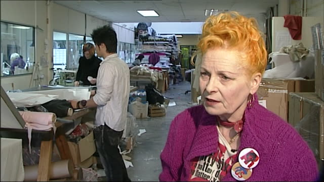 stockvideo's en b-roll-footage met vivienne westwood talks about cheap clothing saying 'it all becomes landfill and it's hardly worn just washed a lot in the machine' - kleding
