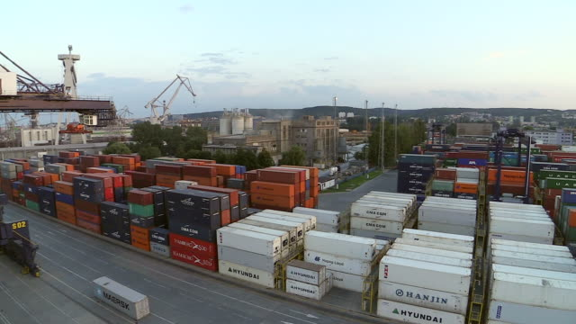 ws pan viwe of container terminal at harbour / gdynia, baltic coast, poland - western script stock videos & royalty-free footage