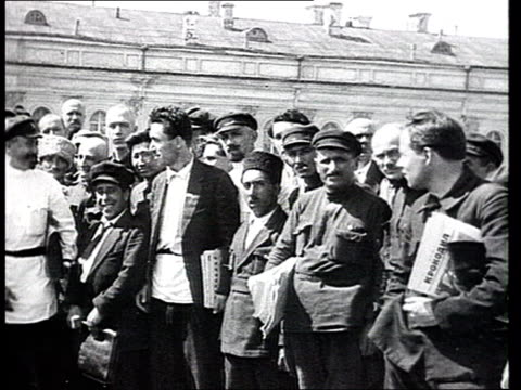 vkpb party congress at the kremlin kalinin molotov kamenev rykov voroshilov pose among other delegates from soviet republics and central asia ws of... - 1923 stock-videos und b-roll-filmmaterial