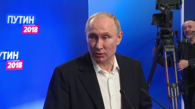 Vladimir Putin fue reelegido el domingo para un cuarto mandato a la cabeza de Rusia con un aplastante resultado en los comicios que quedaron marcados...