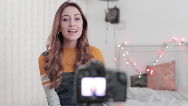 vídeos y material grabado en eventos de stock de vlogger recording youtube video in bedroom with camera - de origen español o portugués