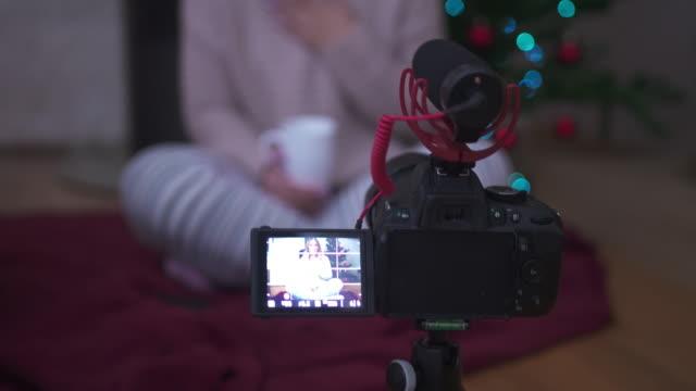 vlogs - weihnachtsmütze stock-videos und b-roll-filmmaterial