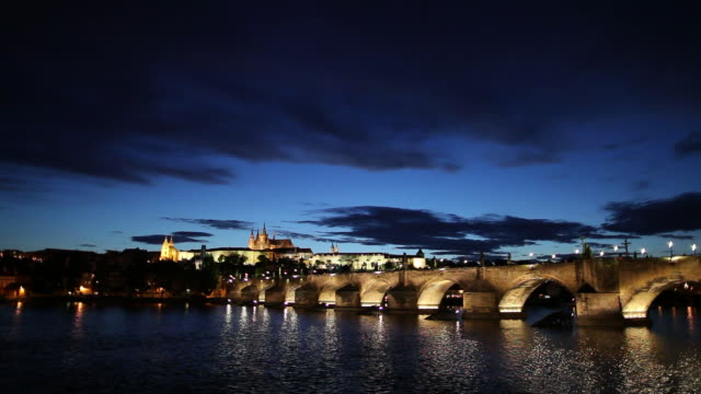 ws vltava river and hradcany castle at dusk/ prague, czech republic - river vltava stock videos & royalty-free footage