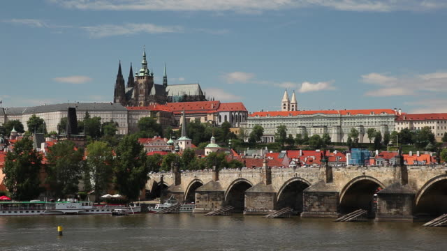 ws vltava river and hradcany castle / prague, czech republic - river vltava stock videos & royalty-free footage