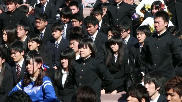 vocational school students arrive for a rally to start off jobhunting in tokyo japan on wednesday jan 29 japanese students applaud during rally wide... - チアリーダー点の映像素材/bロール